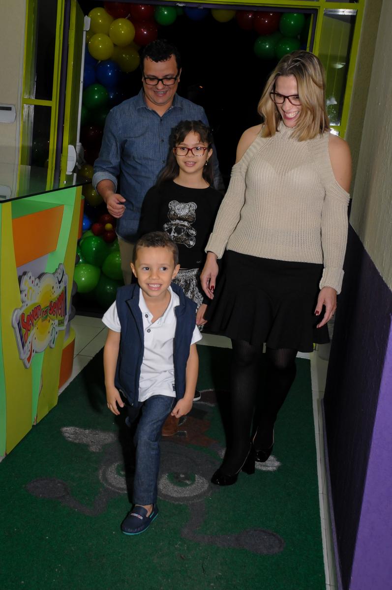 entrada da família no Buffet Seven For Seven, Granja Viana, São Paulo, SP, aniversário de Davi 5 anos, tema da festa Power Ranjer