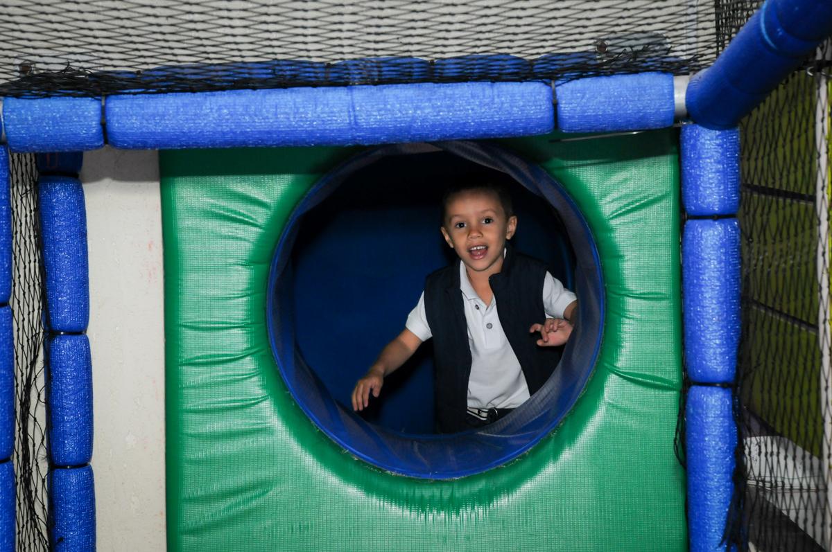 brincanndo no brinquedão no Buffet Seven For Seven, Granja Viana, São Paulo, SP, aniversário de Davi 5 anos, tema da festa Power Ranjer