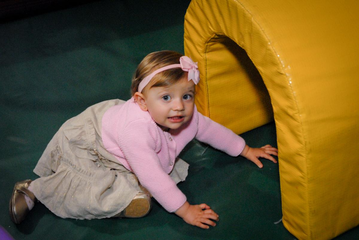princesa linda se diverte na área baby no Buffet Fábrica da Alegria, Osasco, São Paulo, SP, aniversário de Matheus 7 anos, tema da festa Power Ranger