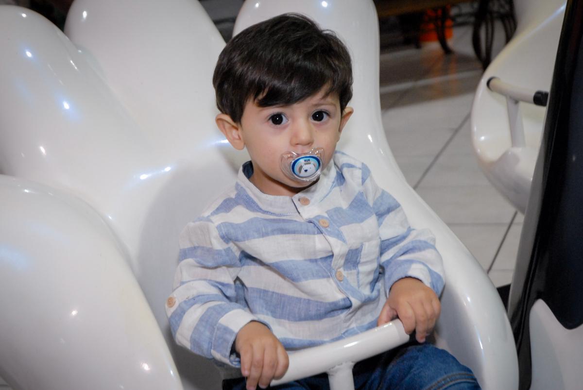 brincadeiras no carrossel no Buffet Fábrica da Alegria, Osasco, São Paulo, SP, aniversário de Matheus 7 anos, tema da festa Power Ranger