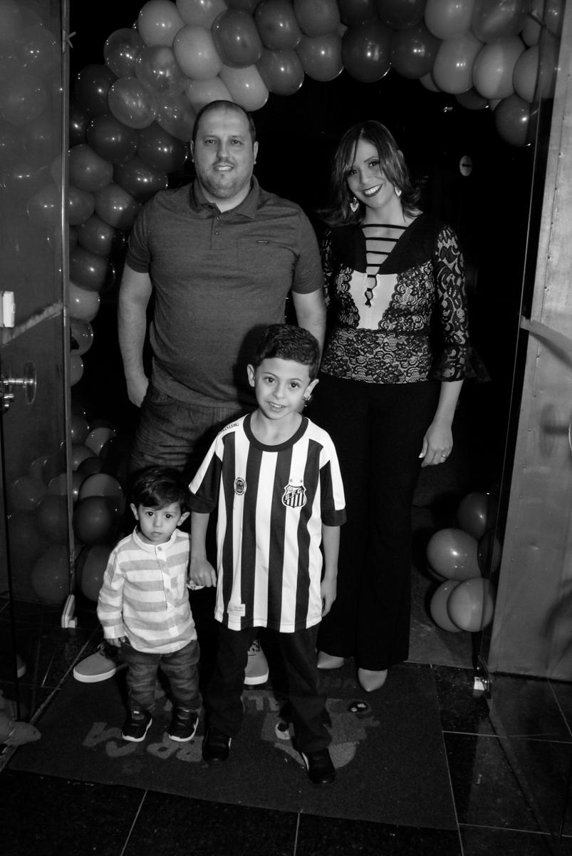 entrada da família no Buffet Fábrica da Alegria, Osasco, São Paulo, SP, aniversário de Matheus 7 anos, tema da festa Power Ranger