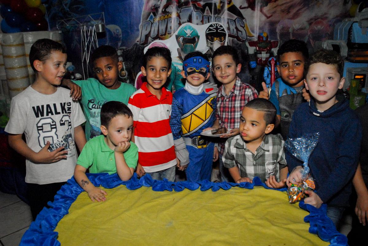 fotografia com os amigos no Buffet Fábrica da Alegria, Osasco, São Paulo, SP, aniversário de Matheus 7 anos, tema da festa Power Ranger