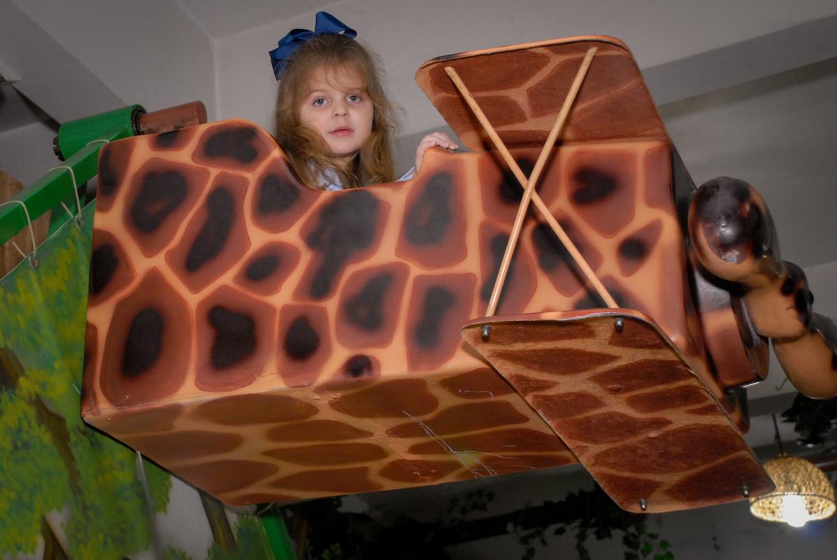 brinquedo avião no Buffet Espaço Zumba , Saude, São Paulo, aniversário de Katharina 7 anos e Valenthina 5, tema da festa Moana