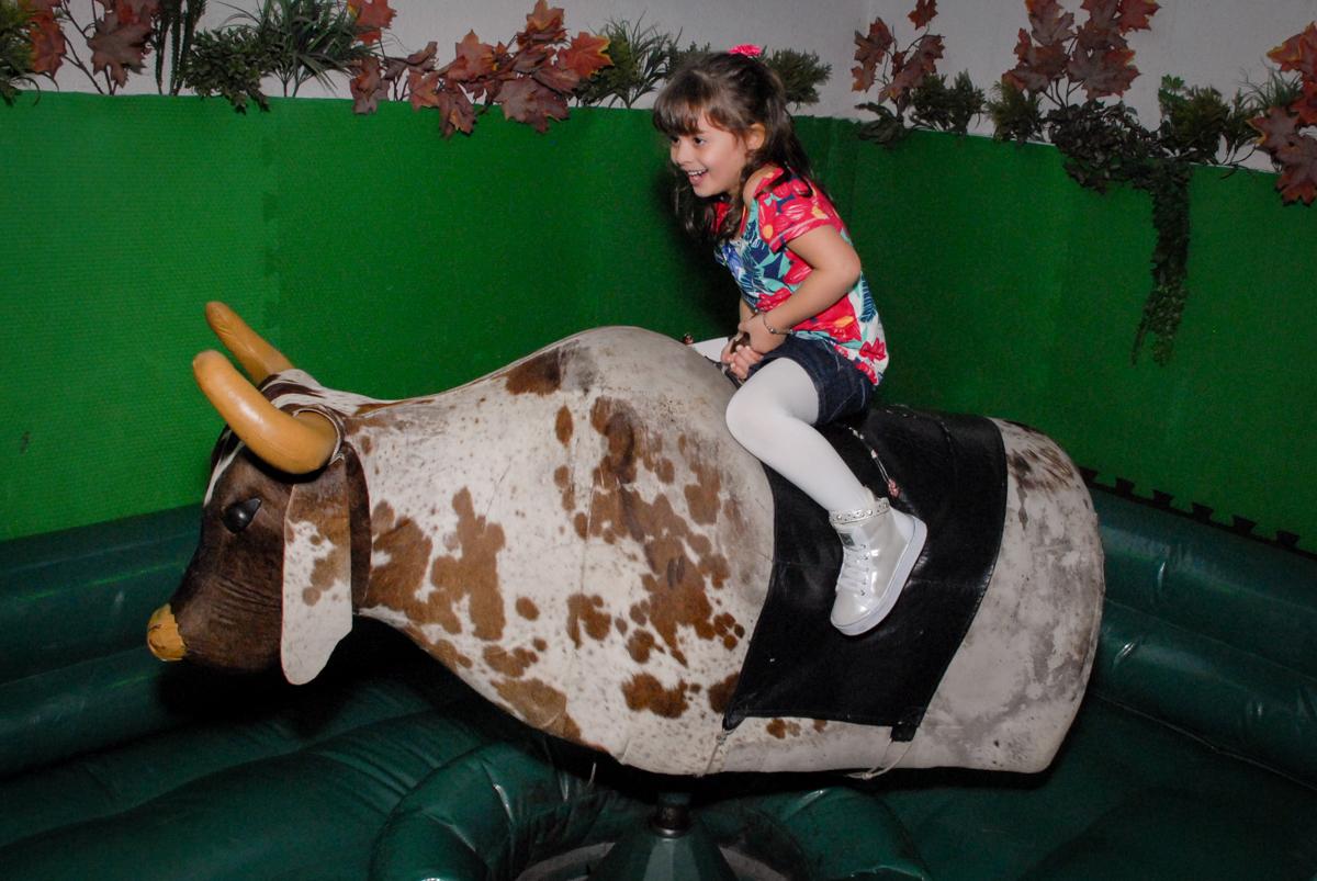 touro maluco no Buffet Espaço Zumba , Saude, São Paulo, aniversário de Katharina 7 anos e Valenthina 5, tema da festa Moana