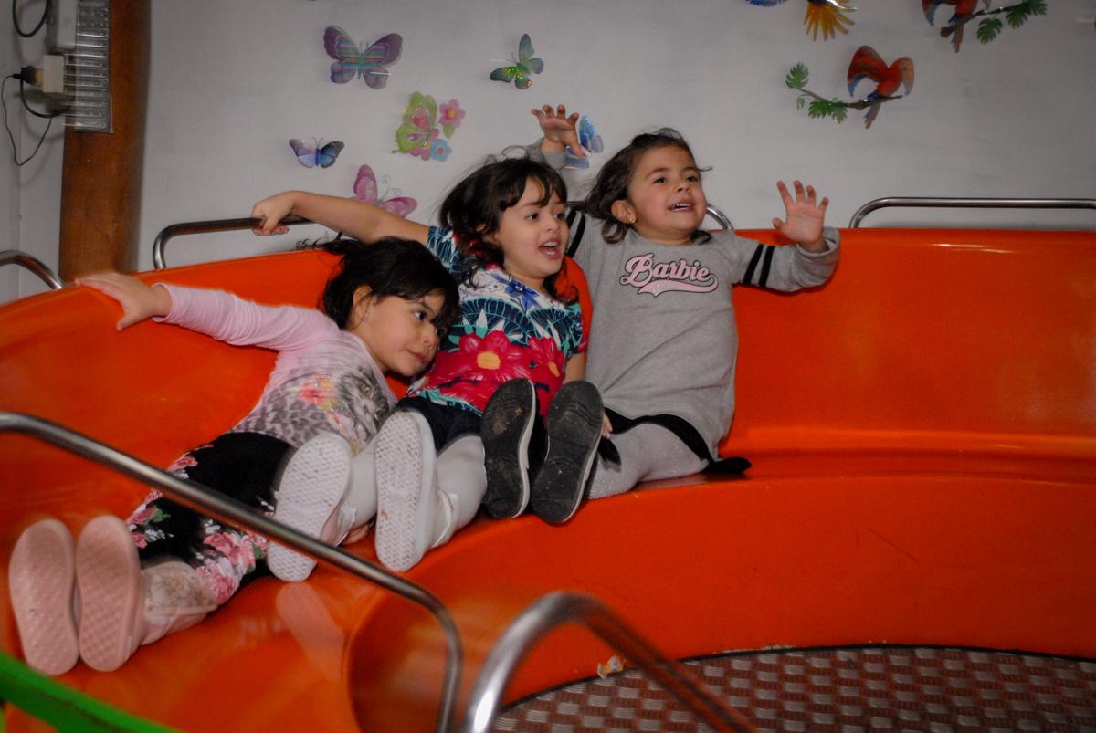todos se divertem no labamba no Buffet Espaço Zumba , Saude, São Paulo, aniversário de Katharina 7 anos e Valenthina 5, tema da festa Moana
