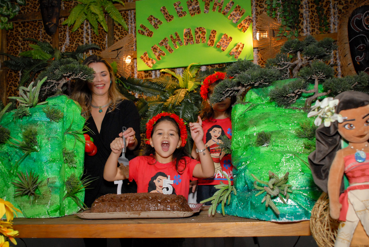 parabéns animado no Buffet Espaço Zumba , Saude, São Paulo, aniversário de Katharina 7 anos e Valenthina 5, tema da festa Moana