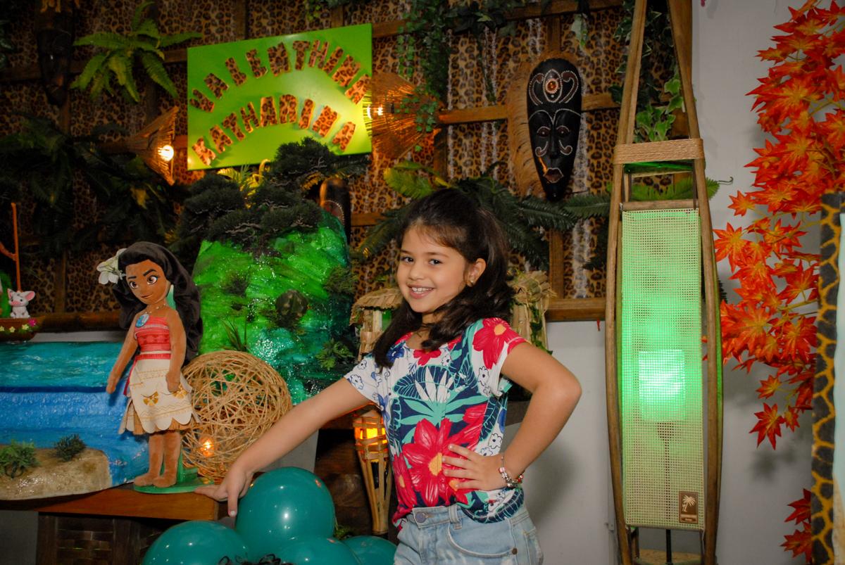 posando para foto no Buffet Espaço Zumba , Saude, São Paulo, aniversário de Katharina 7 anos e Valenthina 5, tema da festa Moana