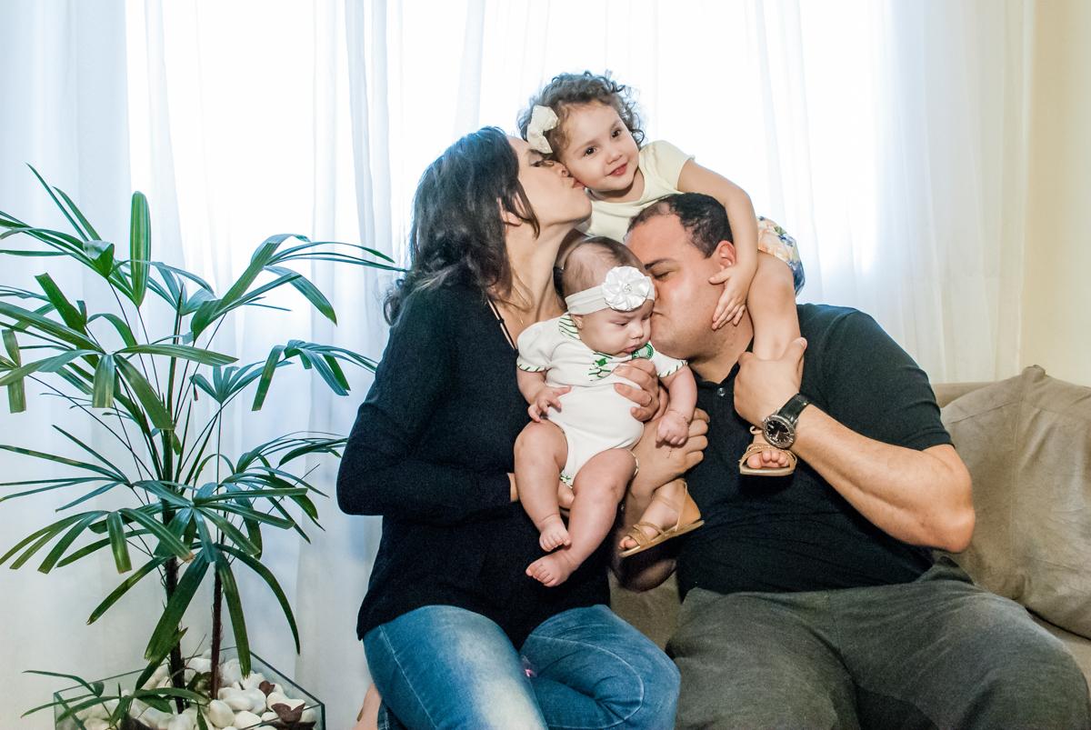 familia feliz no ensaio familia carapicuiba, são paulo, sp