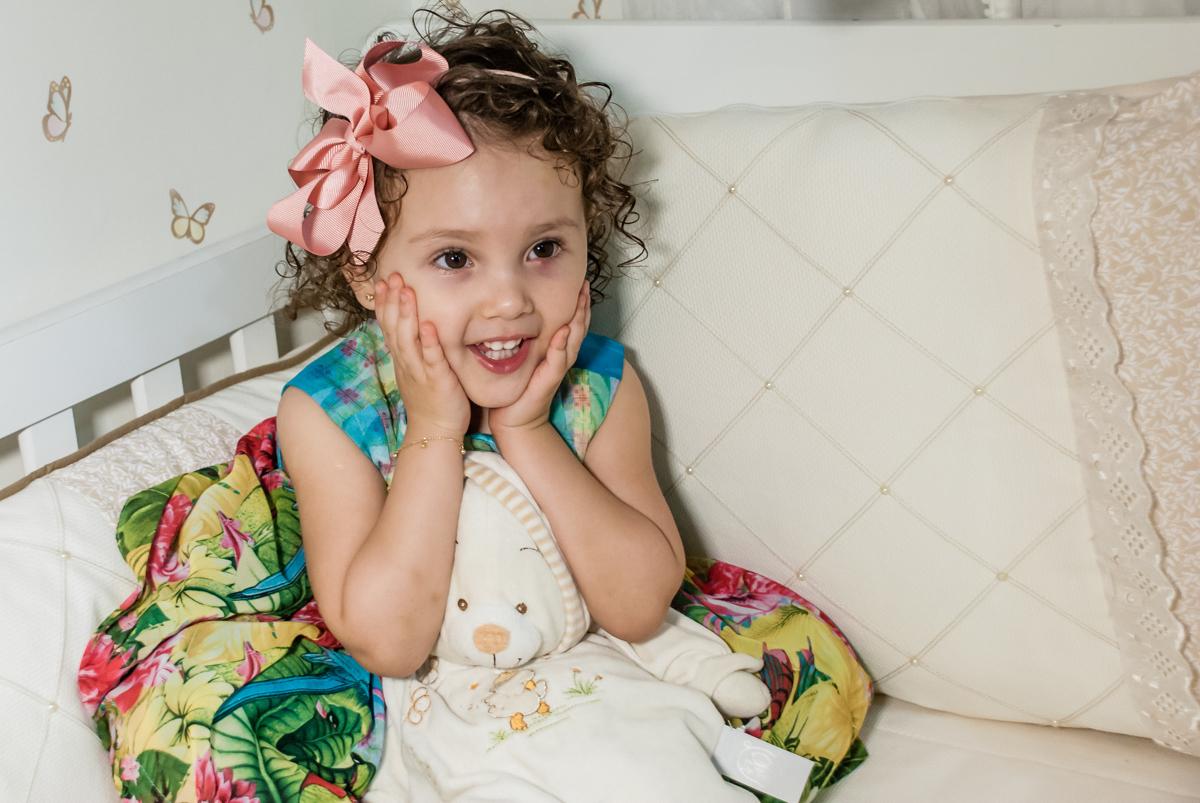 pose de princesa para fotografia no ensaio familia carapicuiba, são paulo, sp