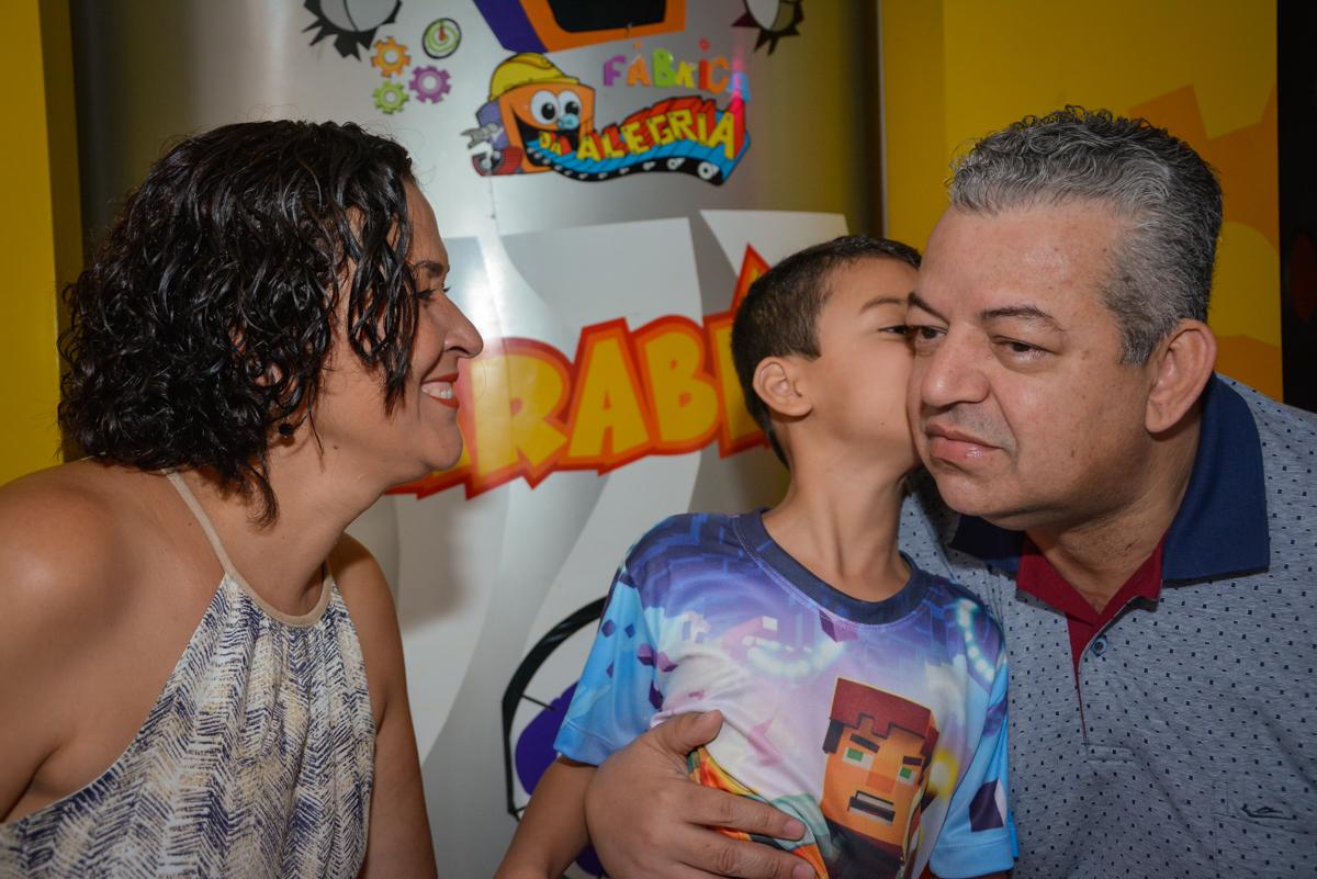 beijinho do papai no Buffet Fábrica da Alegria Osasco São Paulo, aniversário de Rafael 8 anos tema da festa mini craft