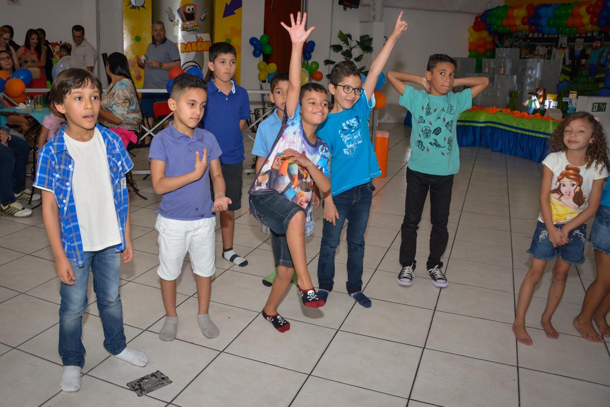 inicio da balada no Buffet Fábrica da Alegria Osasco São Paulo, aniversário de Rafael 8 anos tema da festa mini craft