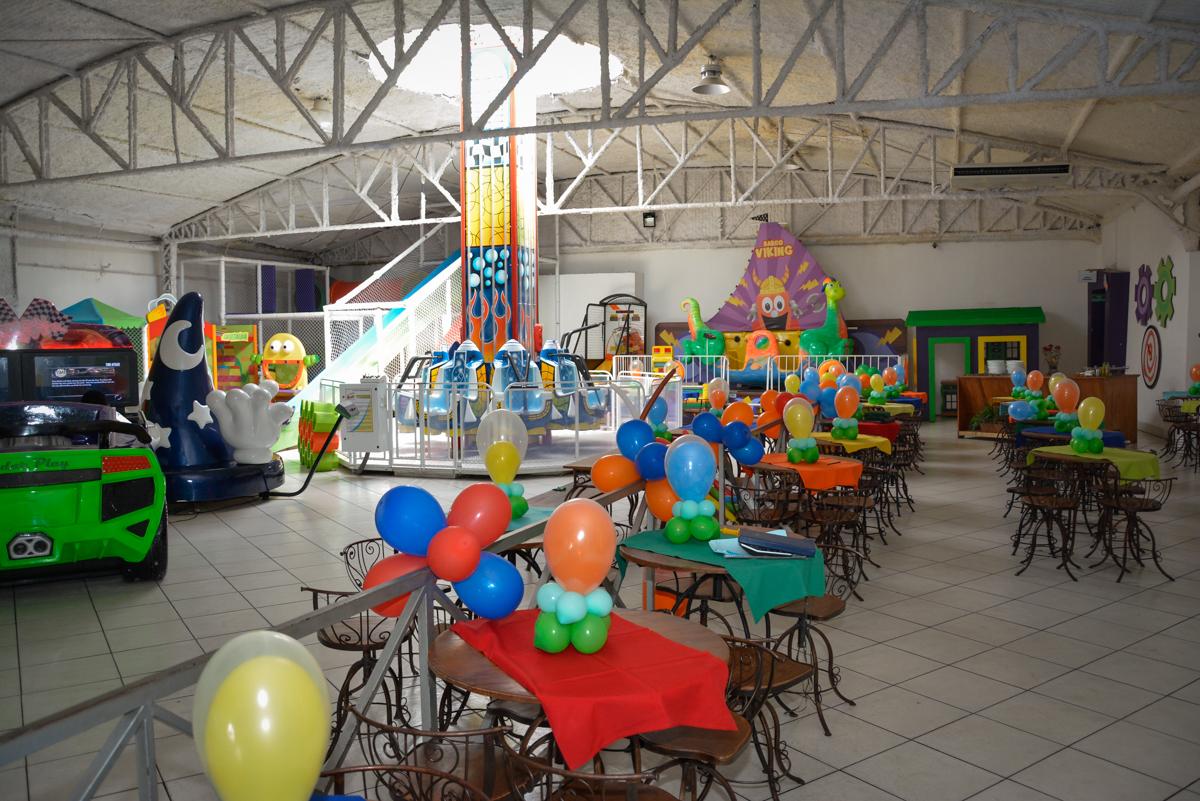 decoração com bexigas no Buffet Fábrica da Alegria Osasco São Paulo, aniversário de Rafael 8 anos tema da festa mini craft