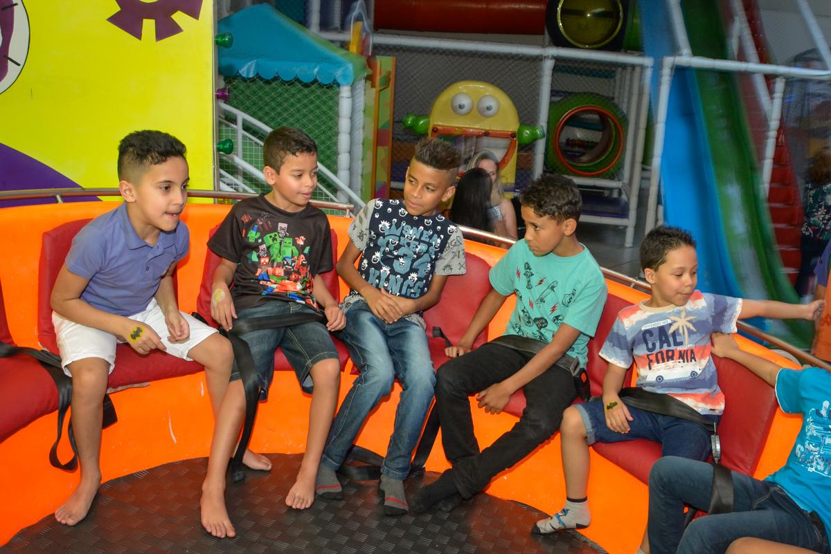 divertido o labamba no Buffet Fábrica da Alegria Osasco São Paulo, aniversário de Rafael 8 anos tema da festa mini craft
