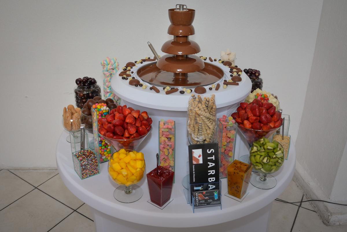 mesa de frutas no Buffet Fábrica da Alegria Osasco São Paulo, aniversário de Rafael 8 anos tema da festa mini craft