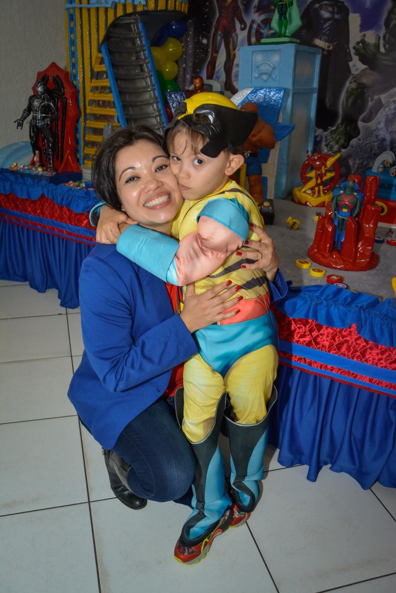 hora de carinhos no Buffet Fábrica da Alegria, Morumbi, São Paulo, aniversário de Luis Arthur 6 anos tema da festa super herois