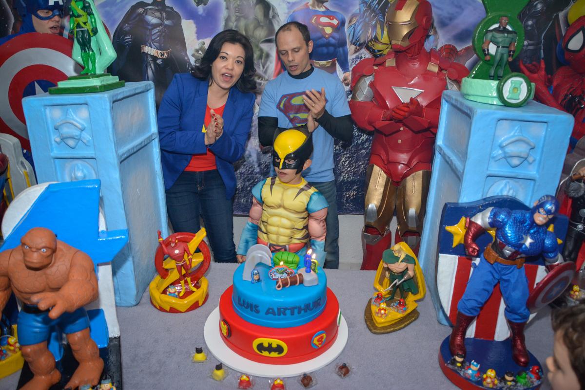 parabéns animado no Buffet Fábrica da Alegria, Morumbi, São Paulo, aniversário de Luis Arthur 6 anos tema da festa super herois