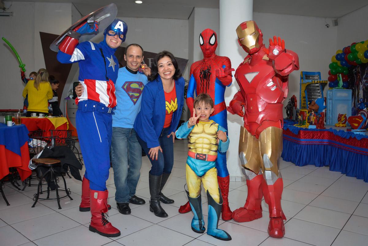 foto do final da festa no Buffet Fábrica da Alegria, Morumbi, São Paulo, aniversário de Luis Arthur 6 anos tema da festa super herois