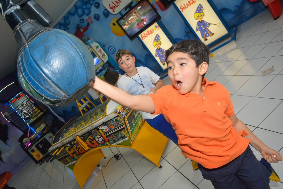 quem da o soco mais forte no Buffet Salakaboom, Ipiranga, São Paulo, aniversário de Jonathan 7 anos, tema da festa Star Wars