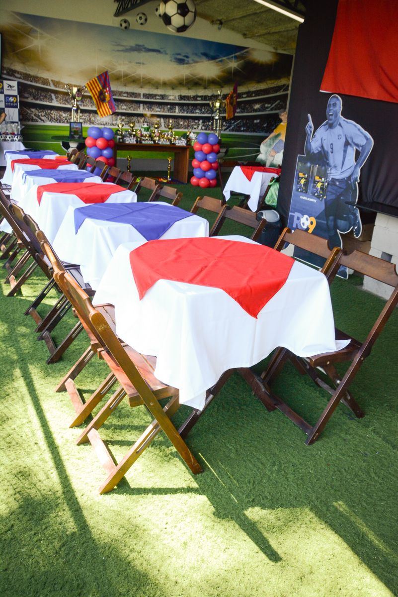 mesas do Buffet High Soccer, Morumbi, São Paulo aniversário de Rafael e João 6 anos tema da festa futebol