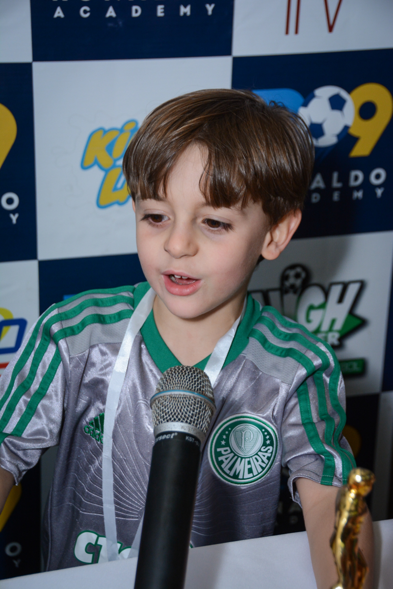 hora de dar entrevista no Buffet High Soccer, Morumbi, São Paulo aniversário de Rafael e João 6 anos tema da festa futebol