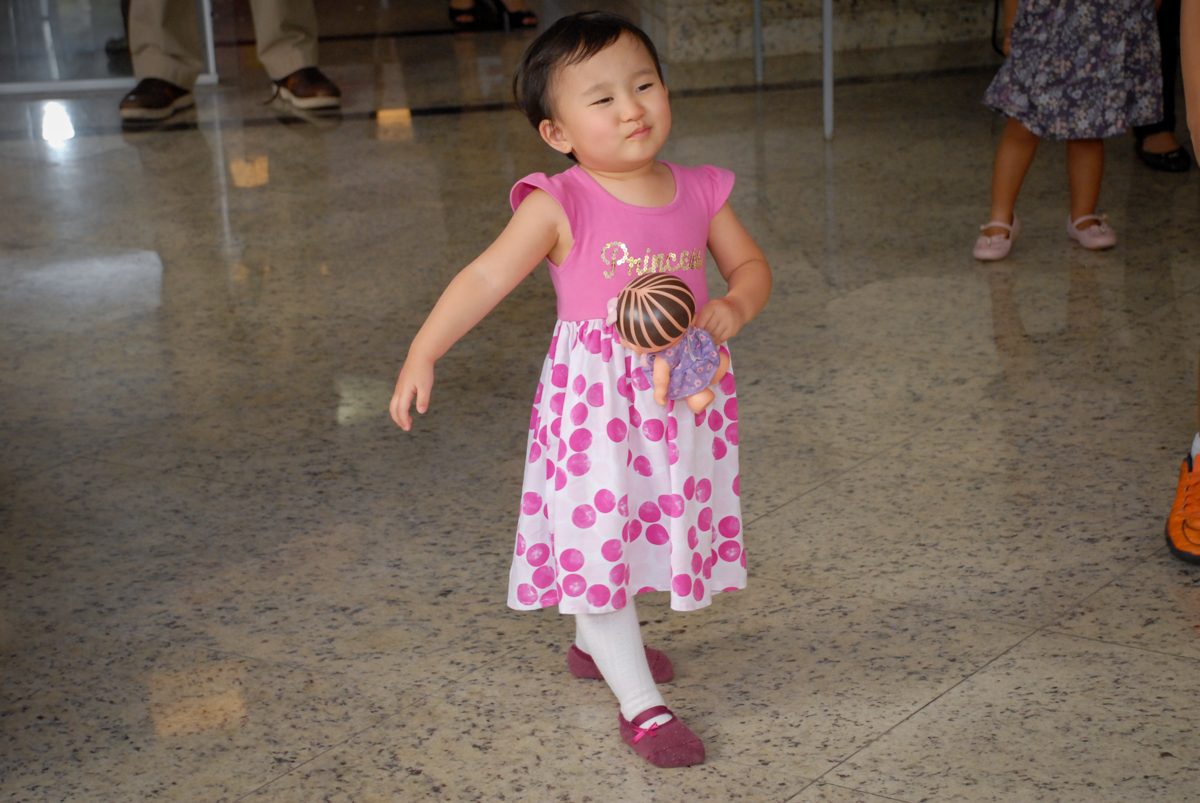 aniversariante se diverte em sua festa no condominio vila mariana aniversario de nicole 3 aninhos tema da festa princesas