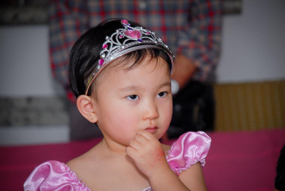 aniversariante também assiste a retrospectiva no condominio vila mariana aniversario de nicole 3 aninhos tema da festa princesas