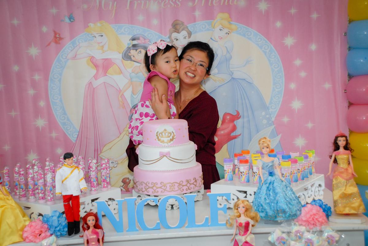 foto mae e filha no condominio vila mariana aniversario de nicole 3 aninhos tema da festa princesas