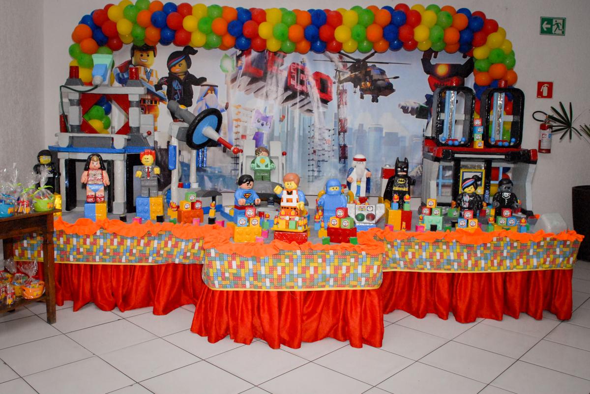 mesa temática no Buffet Fábrica da Alegria, Morumbi, São Paulo, aniversário de Otávio 5 anos, tema da festa lego super heróis