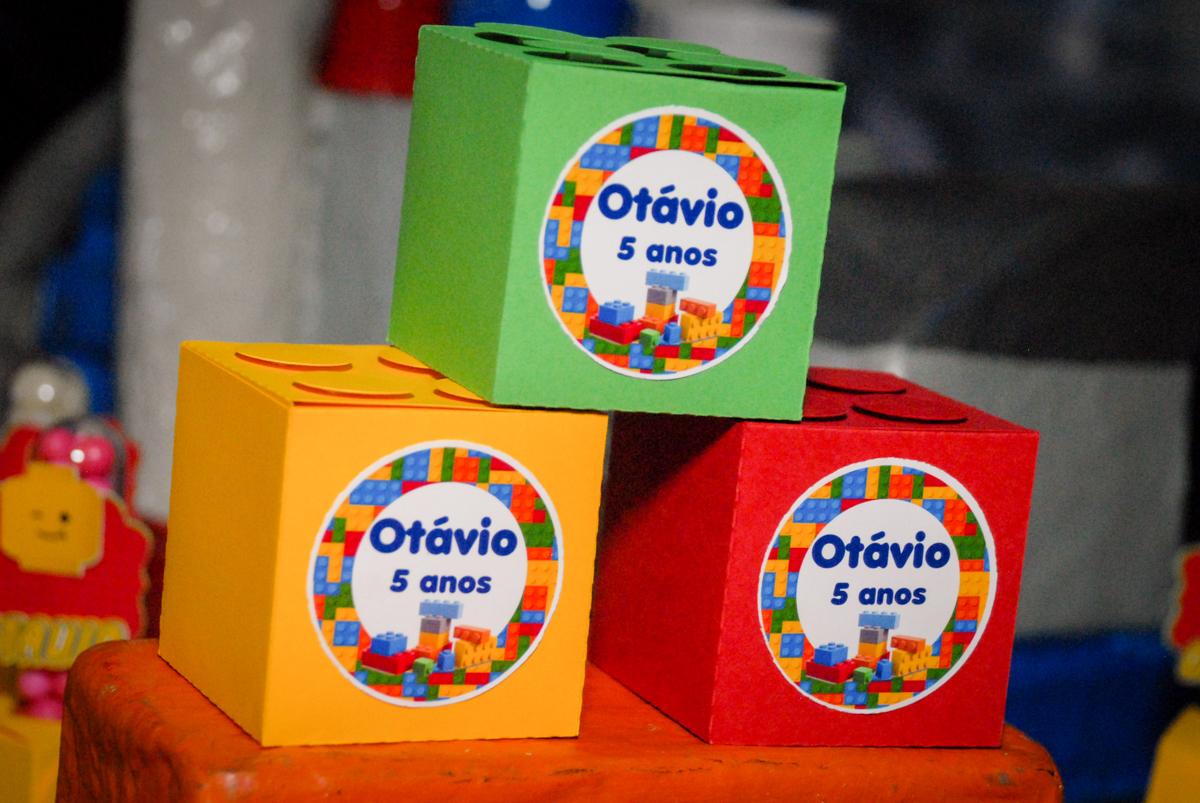 lembrancinhas das crianças no Buffet Fábrica da Alegria, Morumbi, São Paulo, aniversário de Otávio 5 anos, tema da festa lego super heróis