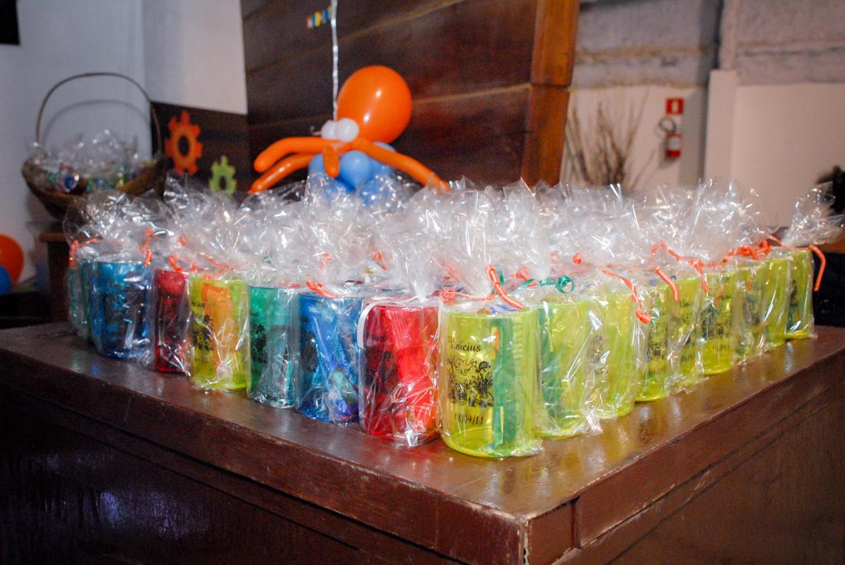 lembrancinhas da festa no Buffet Fábrica da Alegria, Osasco, São Paulo, aniversário de Vinicius 6 anos, tema da festa Fundo do Mar