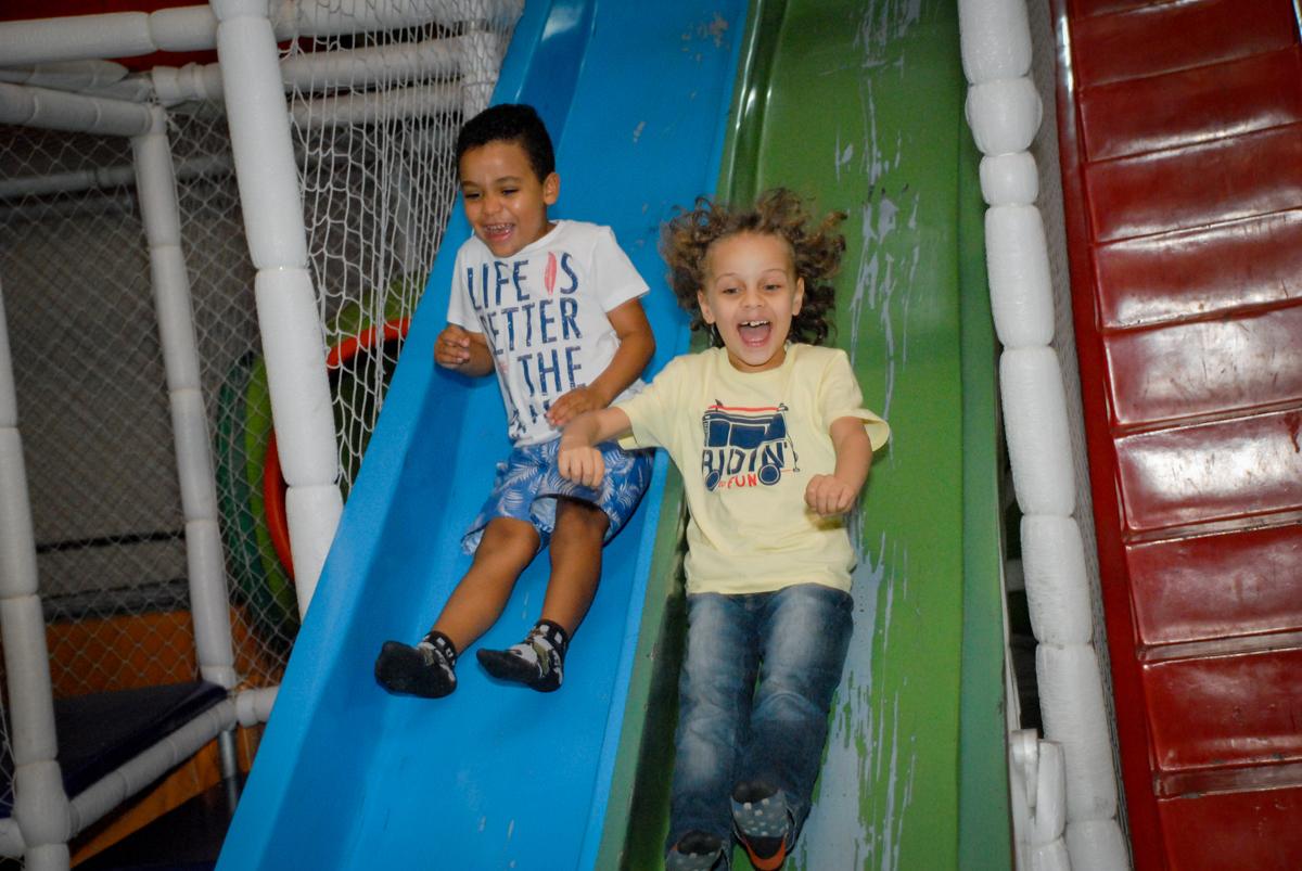 farra no brinquedão no Buffet Fábrica da Alegria, Osasco, São Paulo, aniversário de Vinicius 6 anos, tema da festa Fundo do Mar