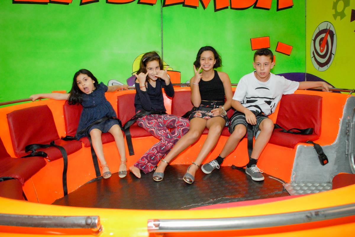 A turma se diverte no labamba no Buffet Fábrica da Alegria, Osasco, São Paulo, aniversário de Vinicius 6 anos, tema da festa Fundo do Mar
