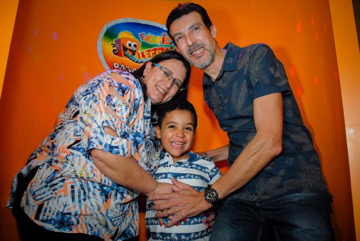 vai começar o parabéns no Buffet Fábrica da Alegria, Osasco, São Paulo, aniversário de Vinicius 6 anos, tema da festa Fundo do Mar