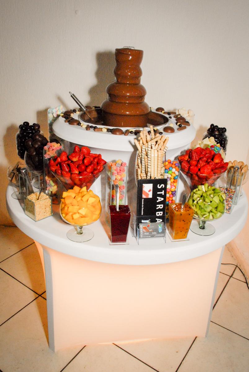 mesa de frutas no Buffet Fábrica da Alegria, Osasco, São Paulo, aniversário de Vinicius 6 anos, tema da festa Fundo do Mar