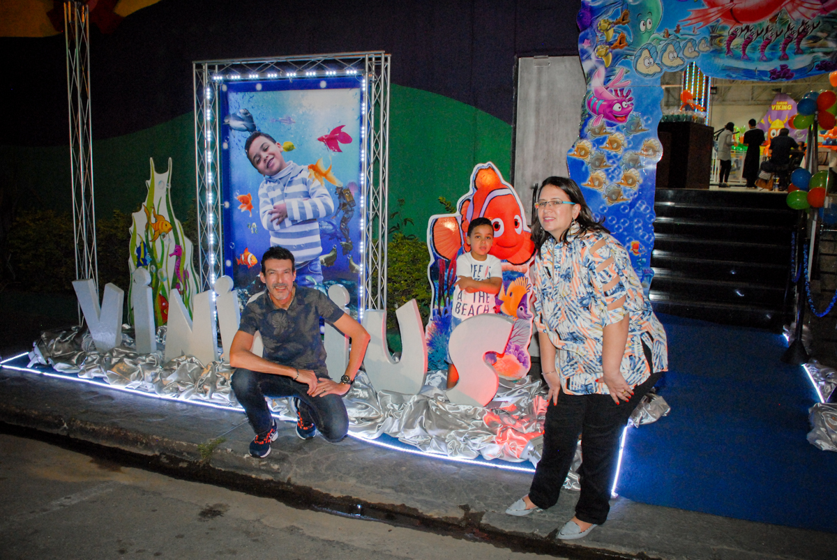 fotgrafia no banner digital no Buffet Fábrica da Alegria, Osasco, São Paulo, aniversário de Vinicius 6 anos, tema da festa Fundo do Mar