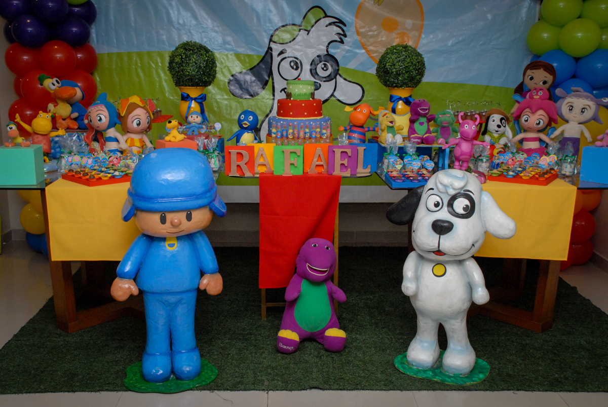 mesa decorada no condominio vila prudente, aniversario de rafael 4 anos, tema da festa discvery kids