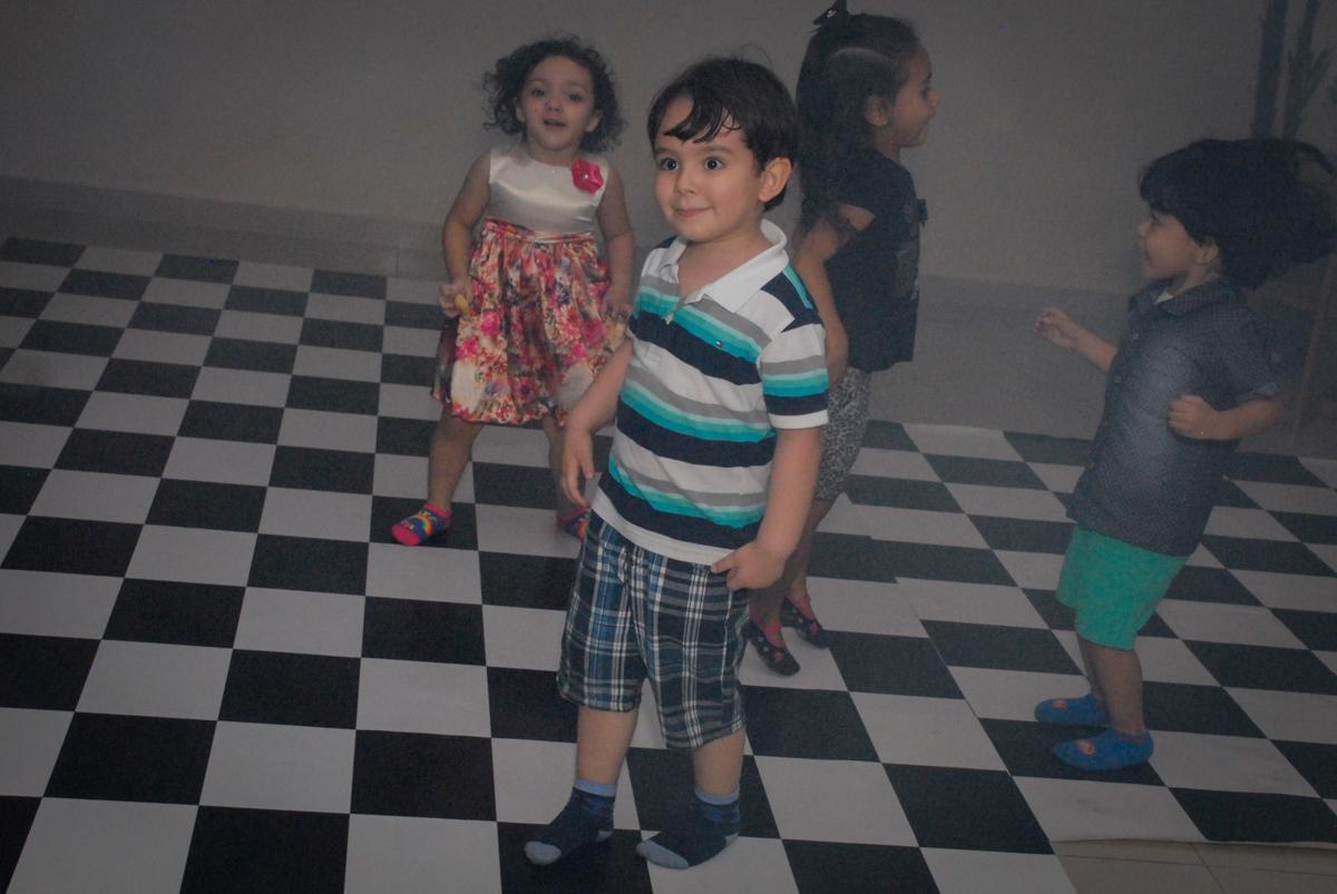 balada animada no condominio vila prudente, aniversario de rafael 4 anos, tema da festa discvery kids