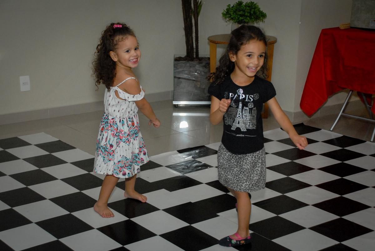 balada animada continua no condominio vila prudente, aniversario de rafael 4 anos, tema da festa discvery kids