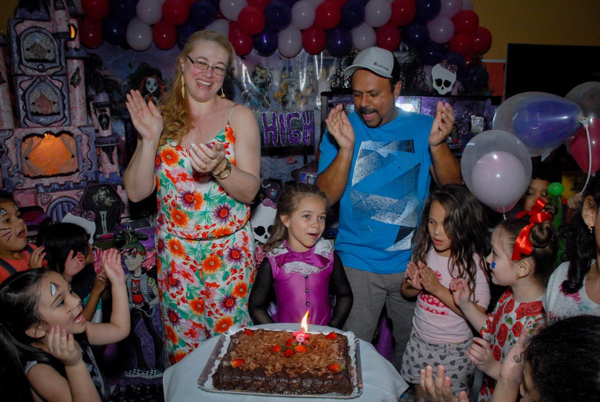 parabéns animado no Buffet Gato Sapeka II, Osasco, São Paulo, aniversario de sophia 6 anos tema da feta monster high