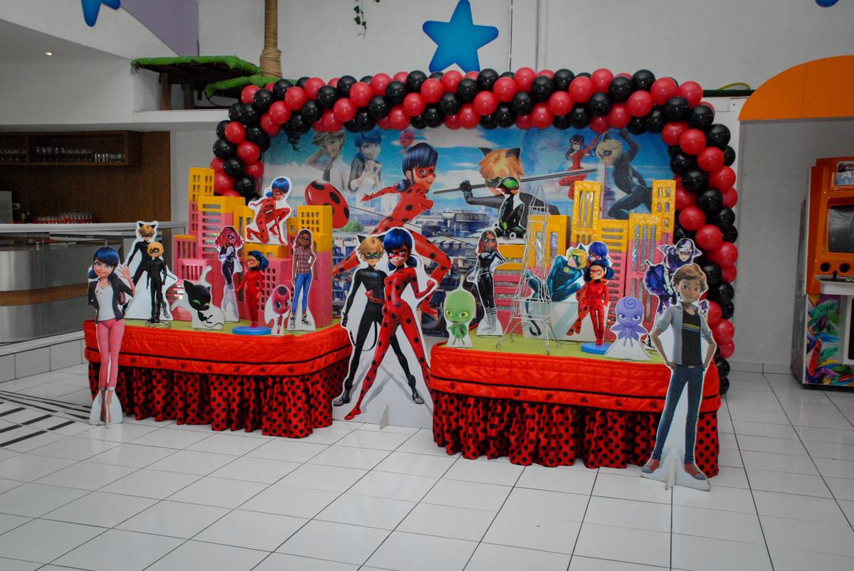 mesa decorada no Buffet Magic Joy, Saude, São Paulo, aniversário de Beatriz 6 anos, tema da festa lady bug