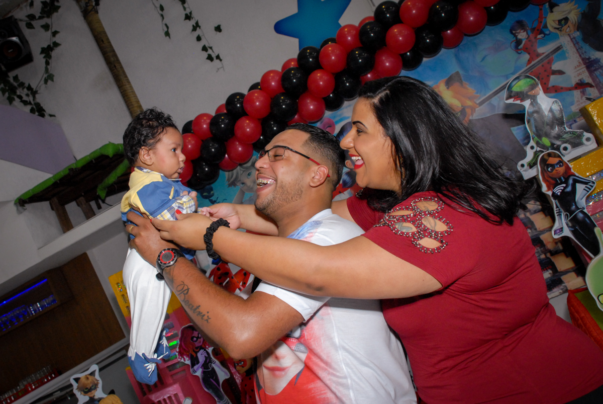 brincando com o caçulinha no Buffet Magic Joy, Saude, São Paulo, aniversário de Beatriz 6 anos, tema da festa lady bug