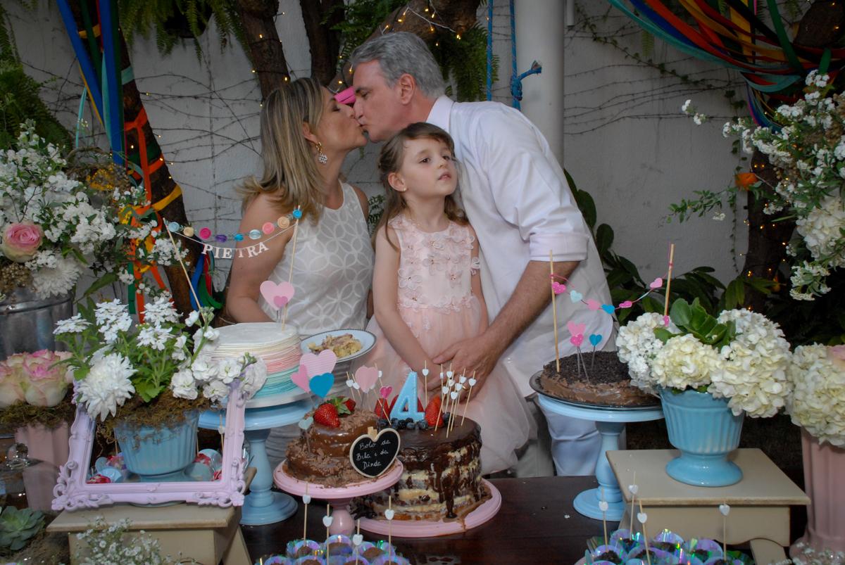 beijinho dos pais no Buffet Tragaluz, aniversário de Pietra 4 anos, tema da festa amor