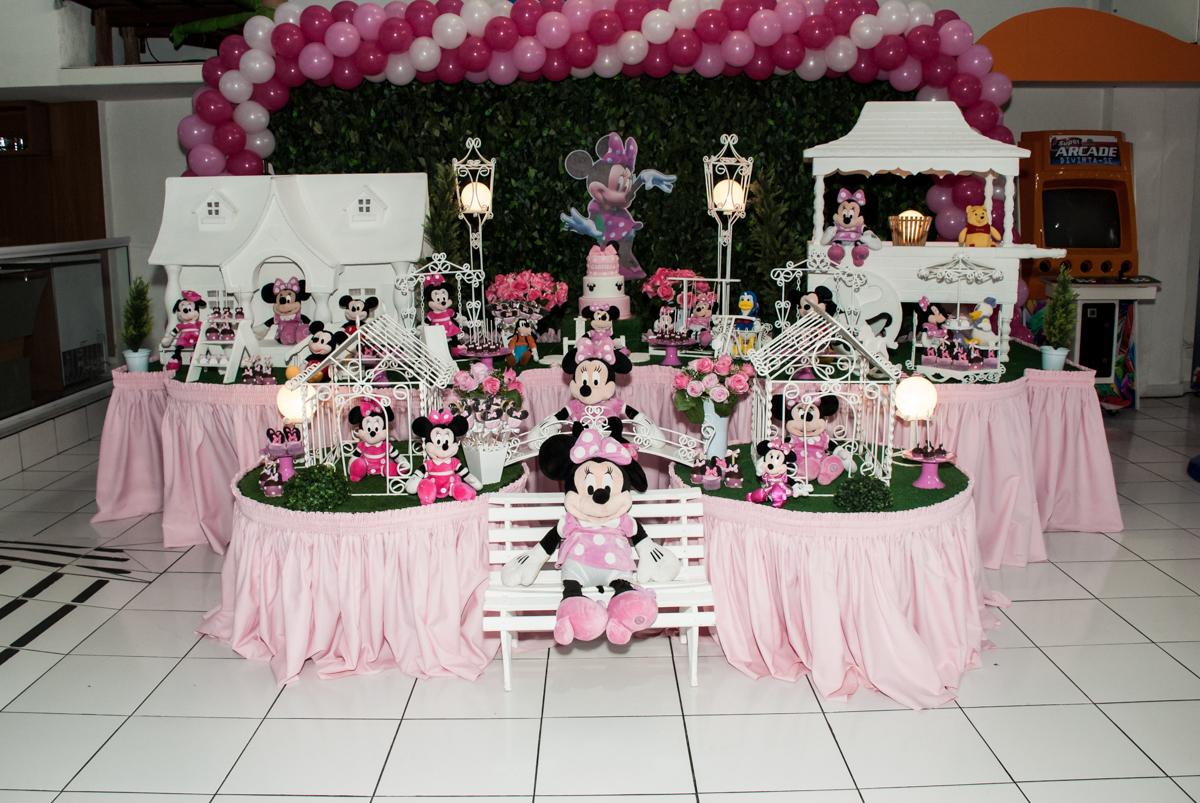mesa decorada no Buffet Magic Joy, Saude São Paulo, aniversário de Gabriela 1 ano, tema da festa minie rosa
