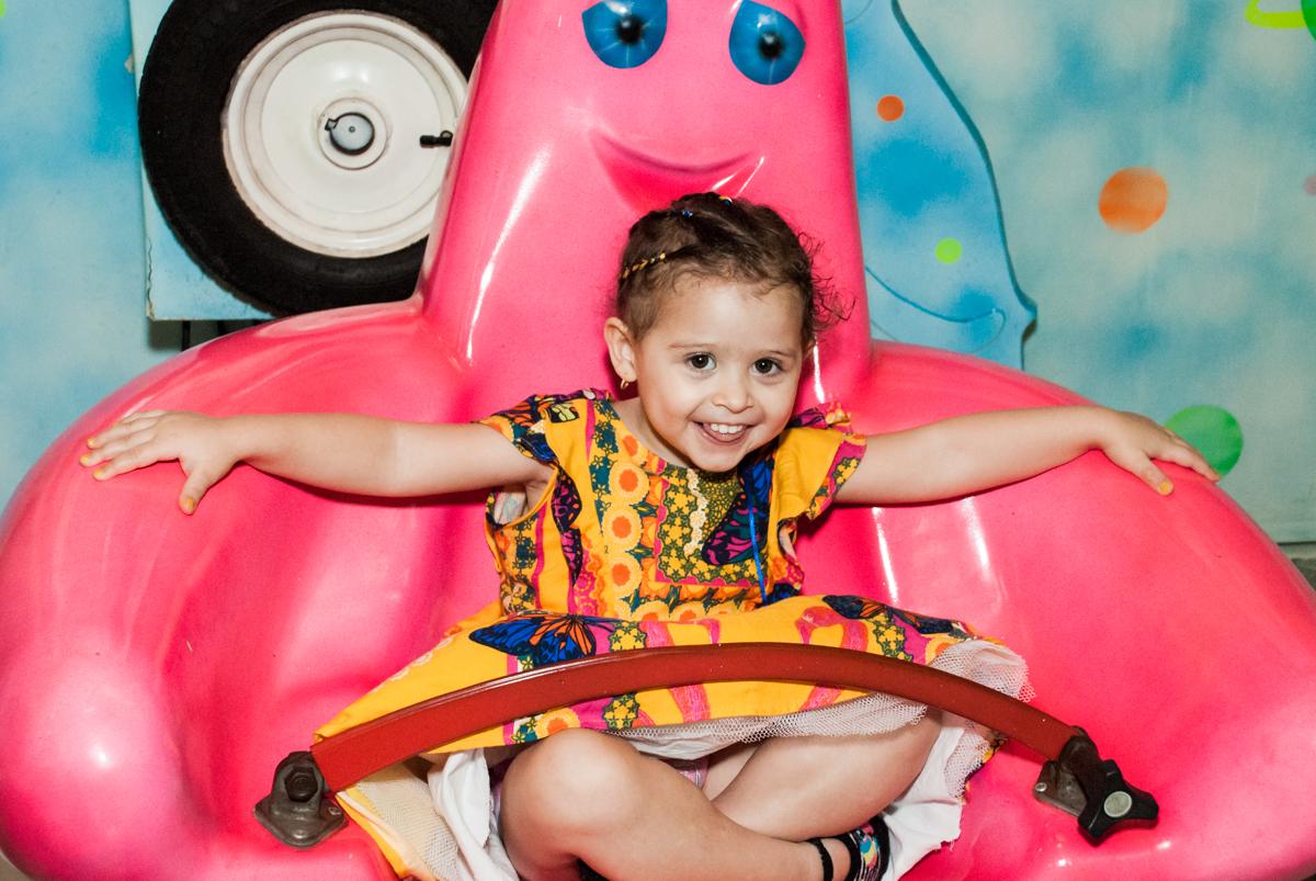 carrossel divertido no Buffet Lacorte, Tatuapé, São Paulo aniversário de Luiza 3 anos, tema da festa A Bela e a Fera