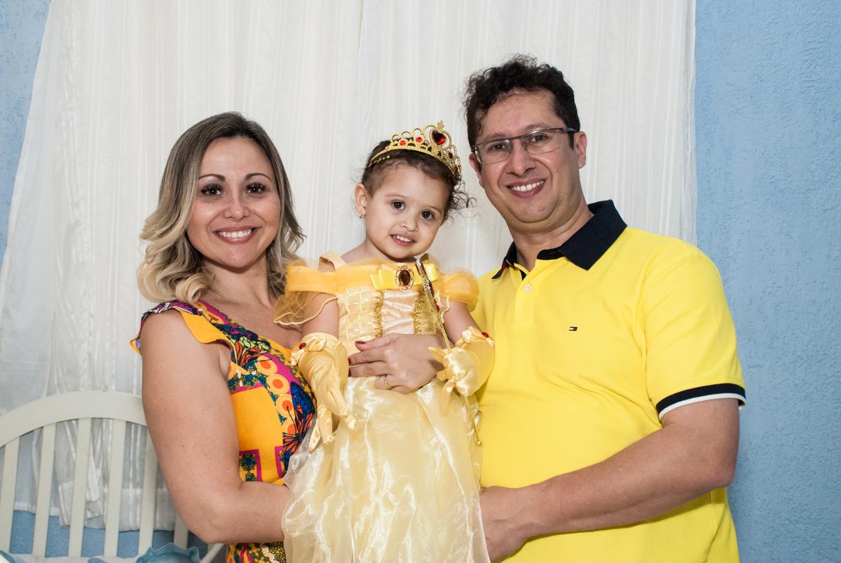 preparando para o parabéns no Buffet Lacorte, Tatuapé, São Paulo aniversário de Luiza 3 anos, tema da festa A Bela e a Fera