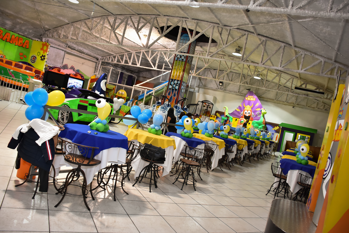 decoração feita com bexigas no Buffet Fábrica da Alegria, Osasco, São Paulo, tema da festa, meu malvado favorito