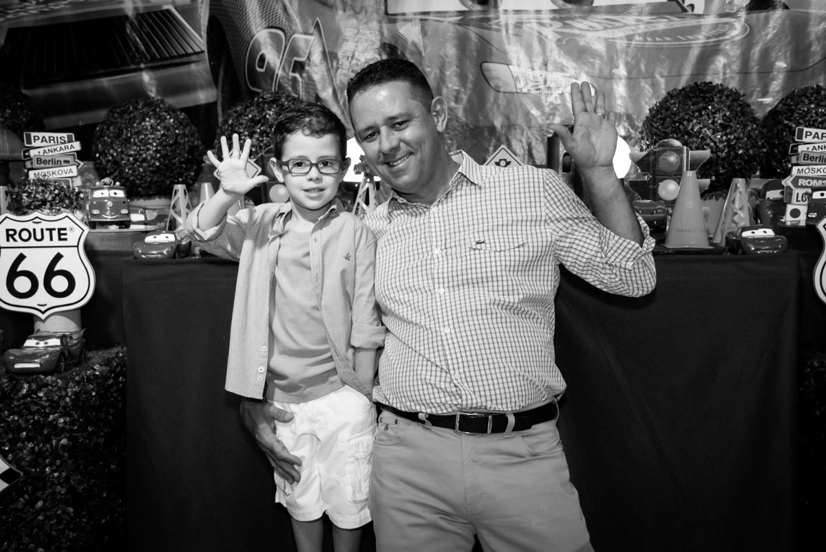 fotografia pai e filho no Buffet Balakatoon, saude, são Paulo, aniversário de João Gabriel 5 anos, tema da festa carros