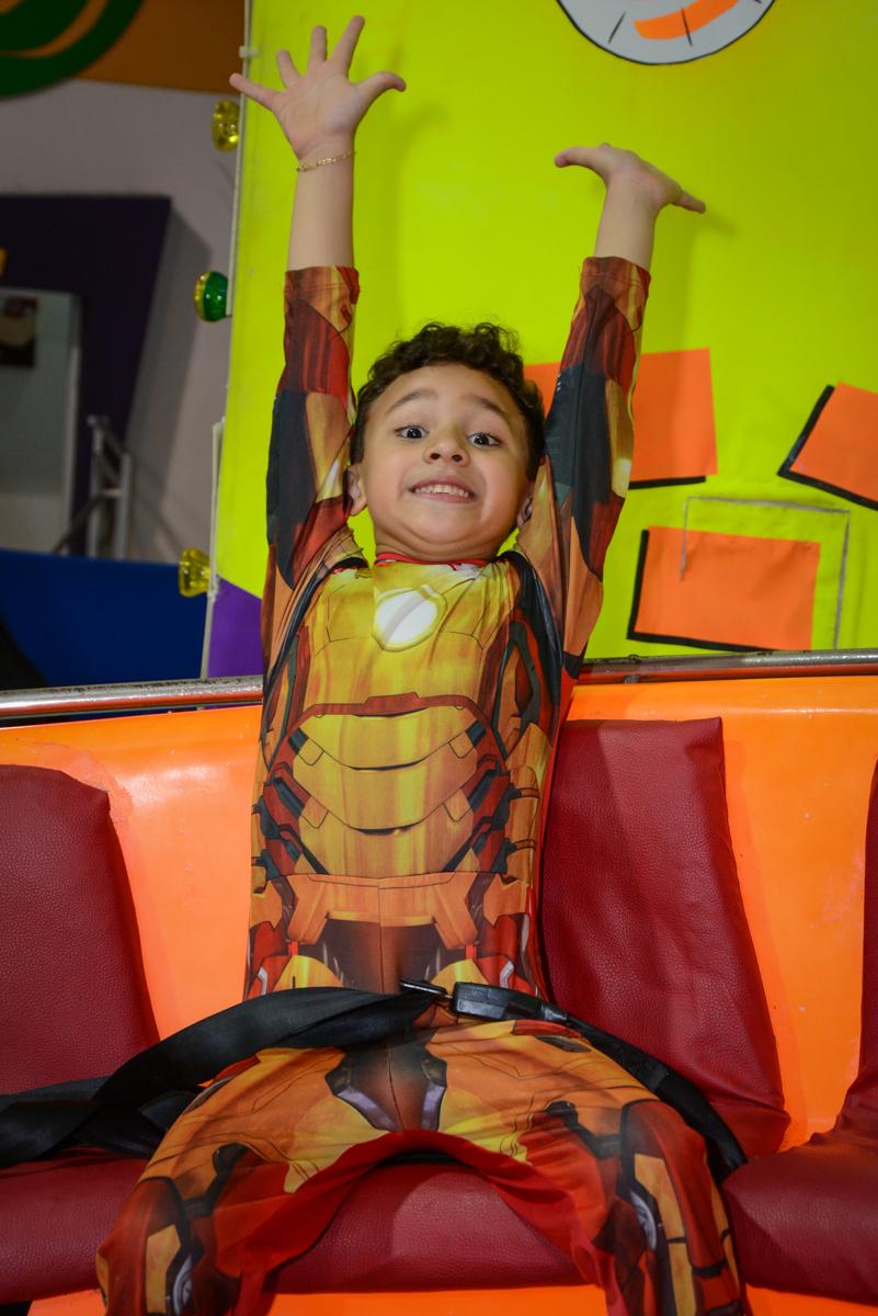 alegria no labamba no Buffet Fábrica da Alegria Osasco, São Paulo, aniversário de enrico 14 e Ryan 7 anos, tema da festa Super Heróis