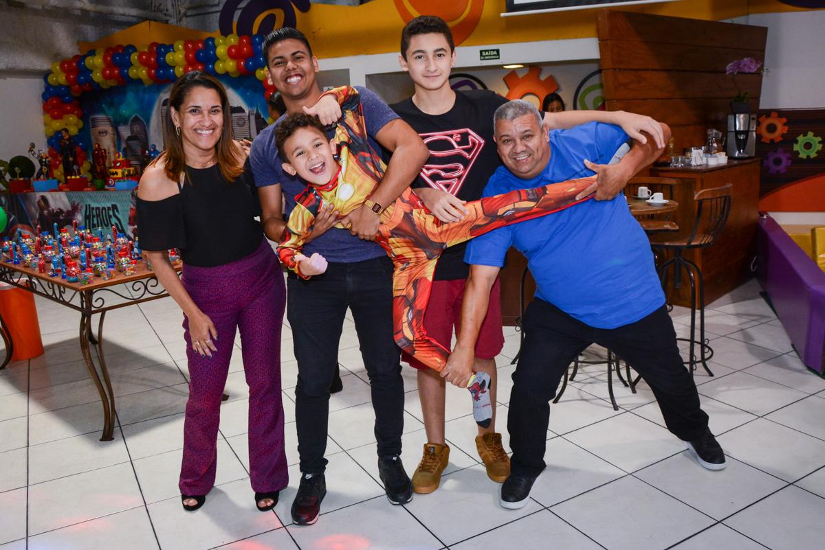 bagunça na festa no Buffet Fábrica da Alegria Osasco, São Paulo, aniversário de enrico 14 e Ryan 7 anos, tema da festa Super Heróis