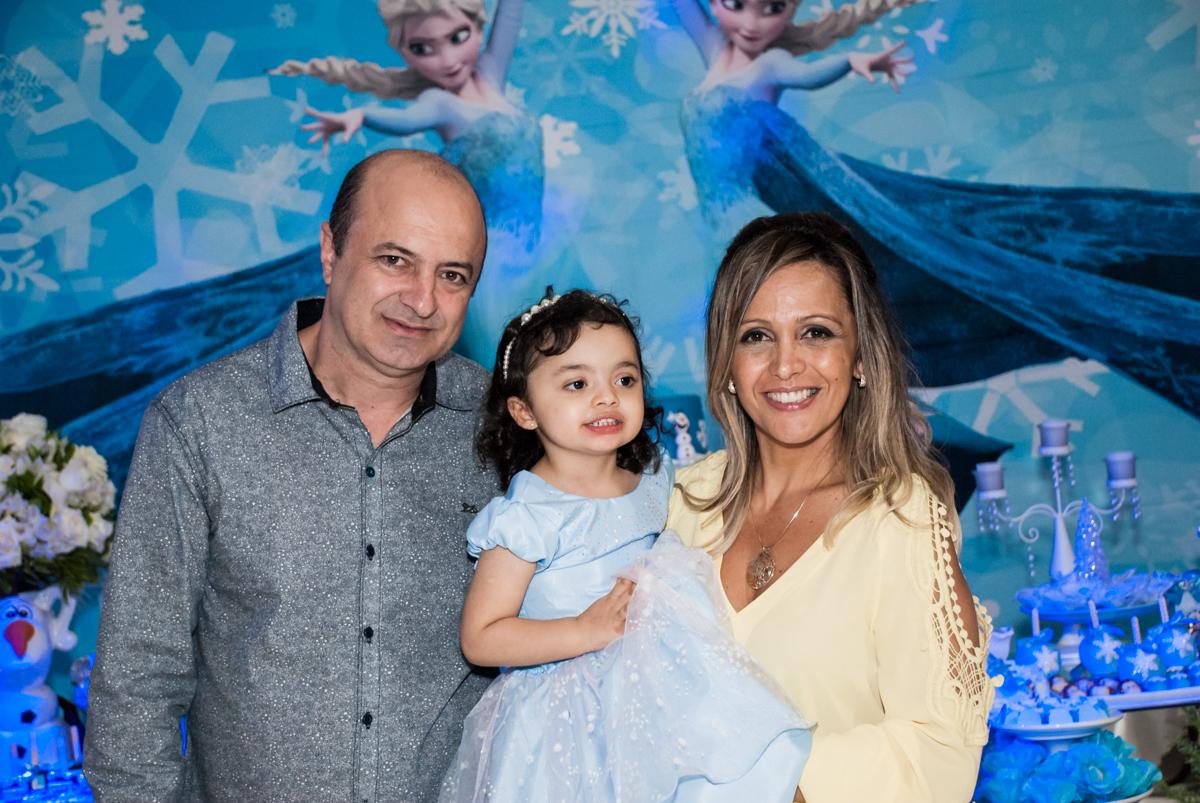fotografia animada com os pais no Buffet Fábrica da Alegria, Osasco, São Paulo, aniversário de anna clara, 3 anos, tema da festa Frozen